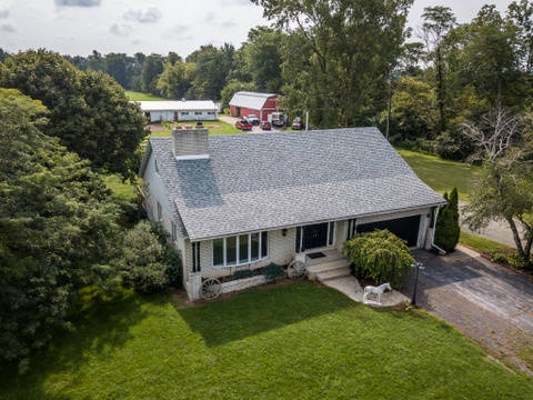 sprawling 26 acre estate with 1 2 mile professionally maintained rh horseproperties net