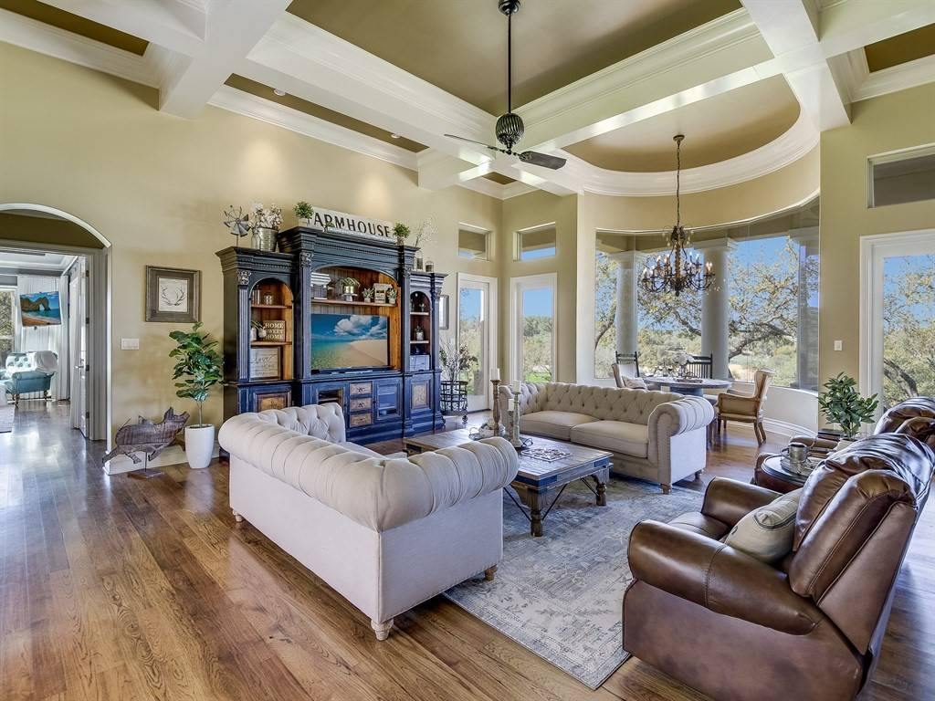 Hill Country Masterpiece with First Class Horse Facilities