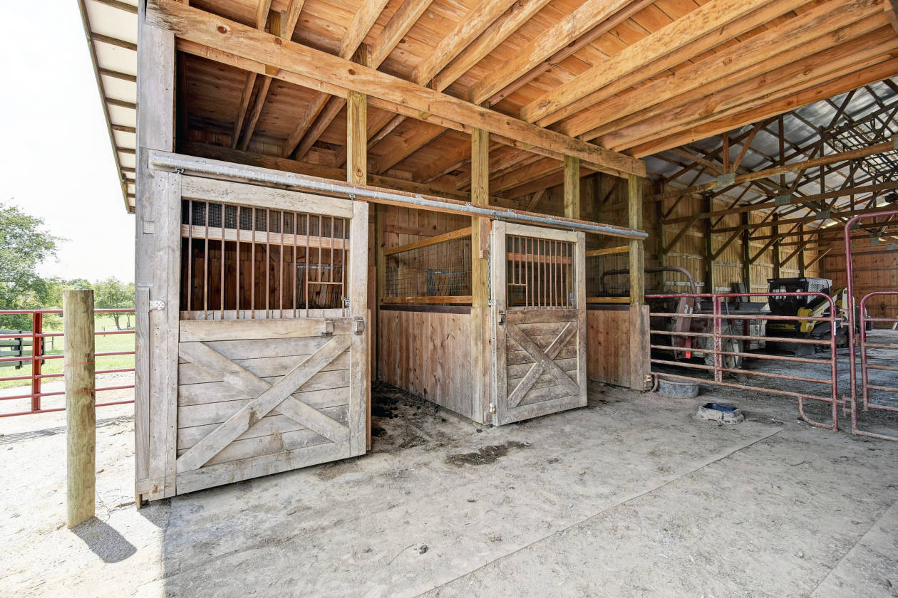 price drop horse retreat with multiple barns separate office rh horseproperties net