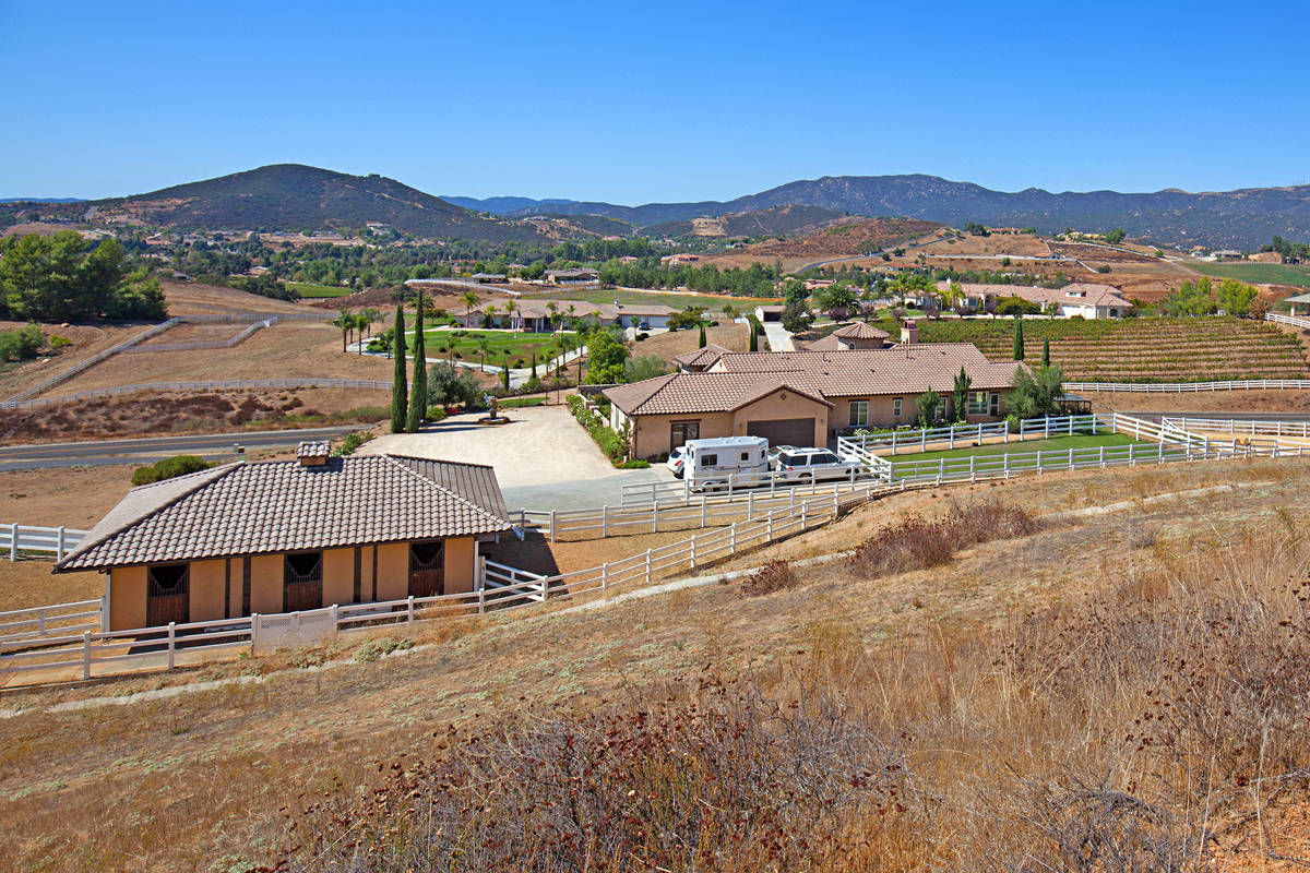 Elegant tuscan horse property with 6 stall barn in for Horse property for rent in southern california
