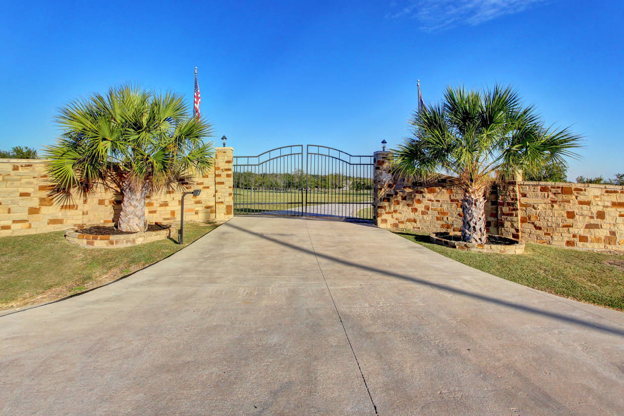 Austin Area Luxury Equestrian Estate With Separate Guest