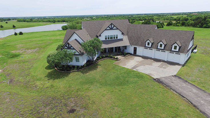 Picturesque hilltop views of 30+ acre estate perfect for horses
