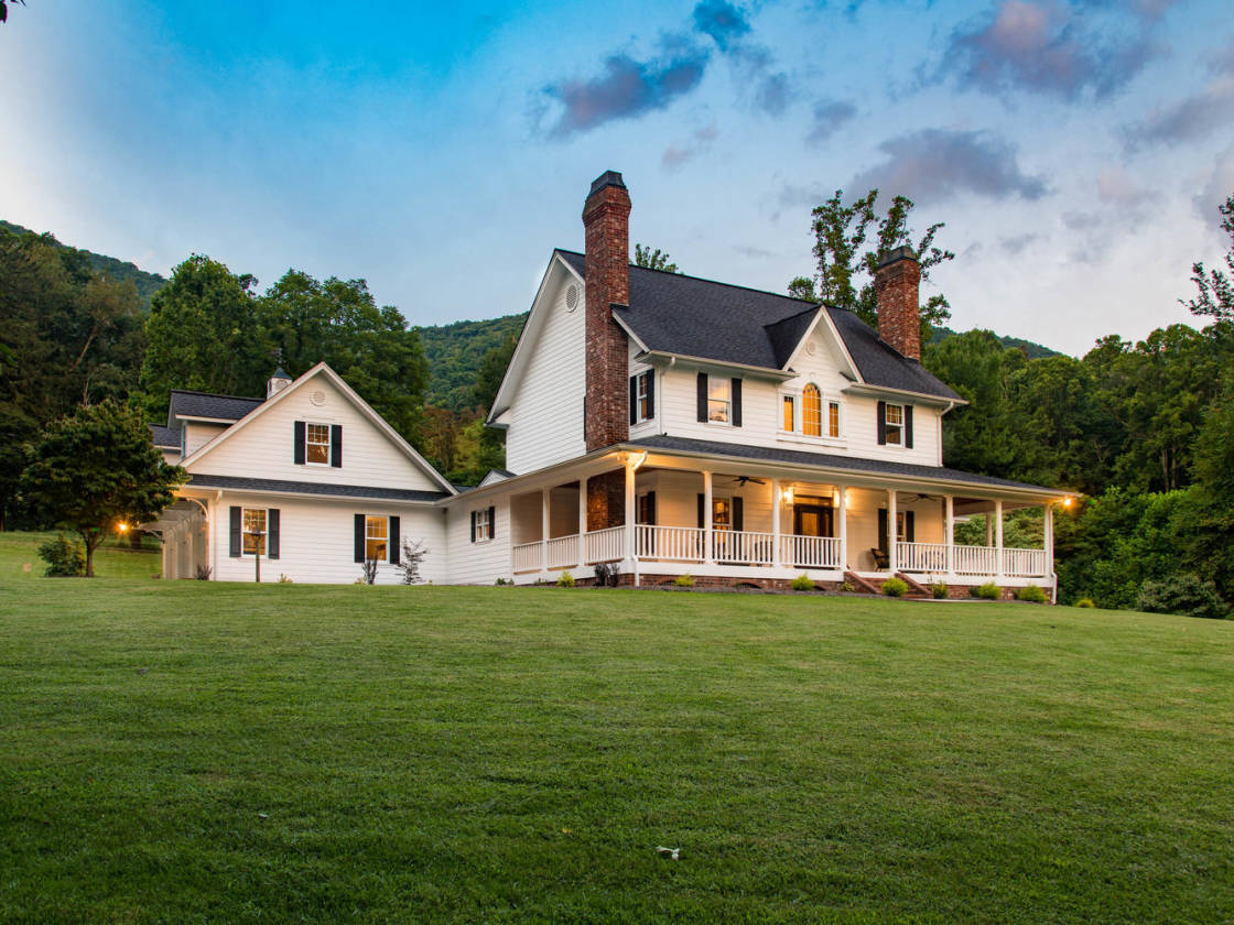 luxury equestrian estate on 17 15 acres minutes to asheville rh horseproperties net