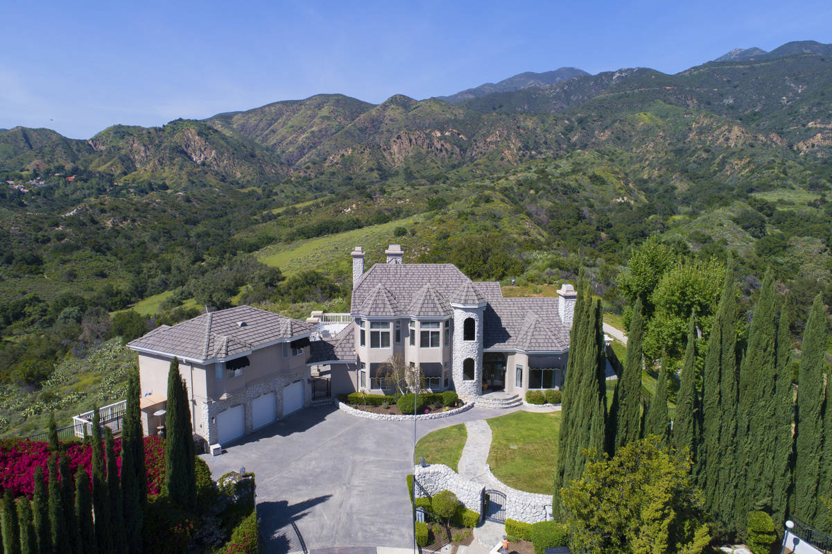 Country mansion with horse barns guest apartment trabuco - Maison d architecte orange county californie ...