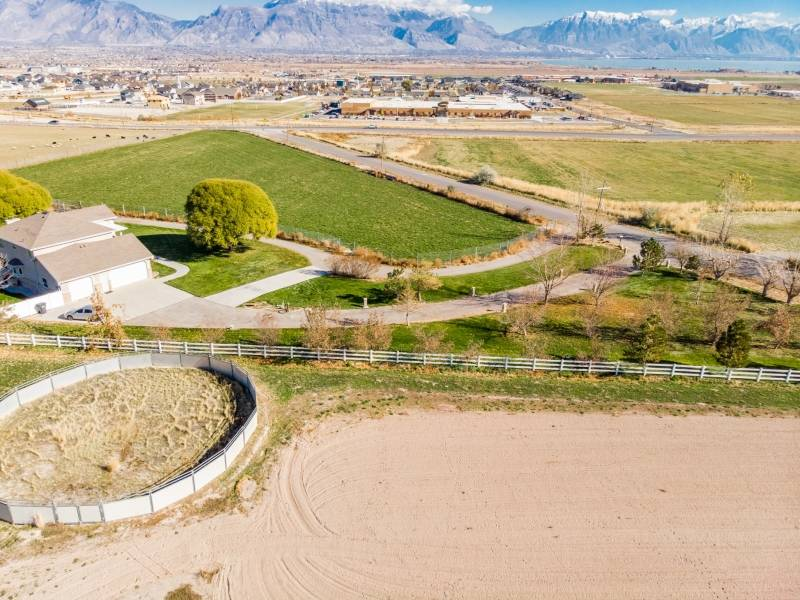 Beautiful Equestrian Estate With Stunning Mountain And