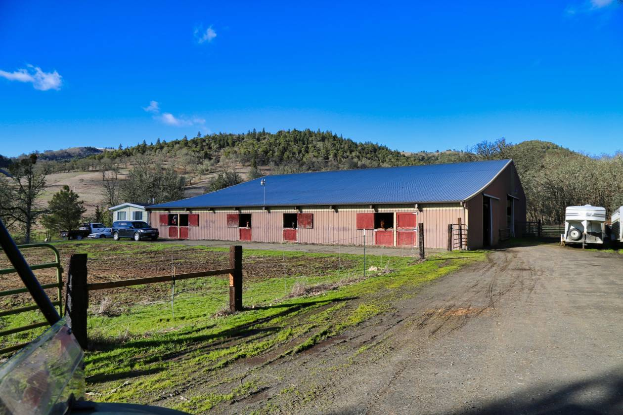 400 Acre Pro Cutting Horse Ranch w/ Cedar Log Cabin