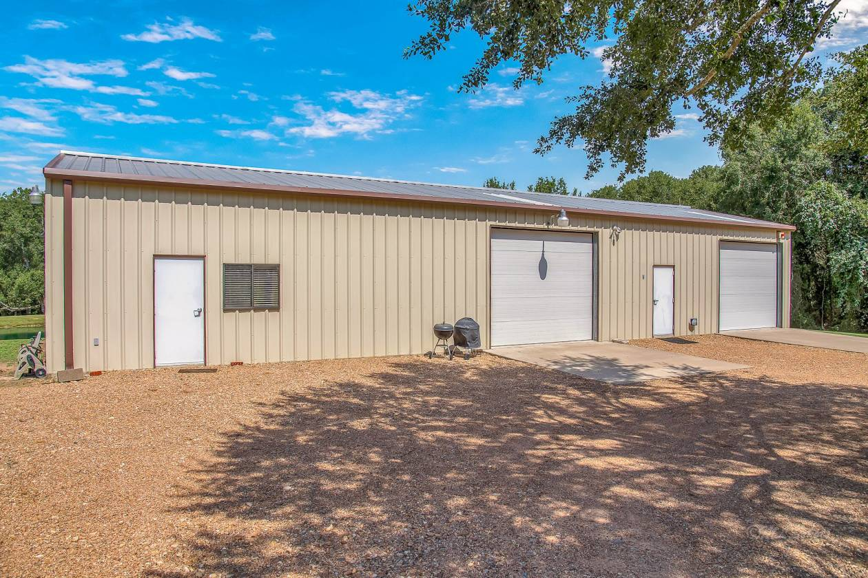 Desireable Equestrian Community In Historic Bellville